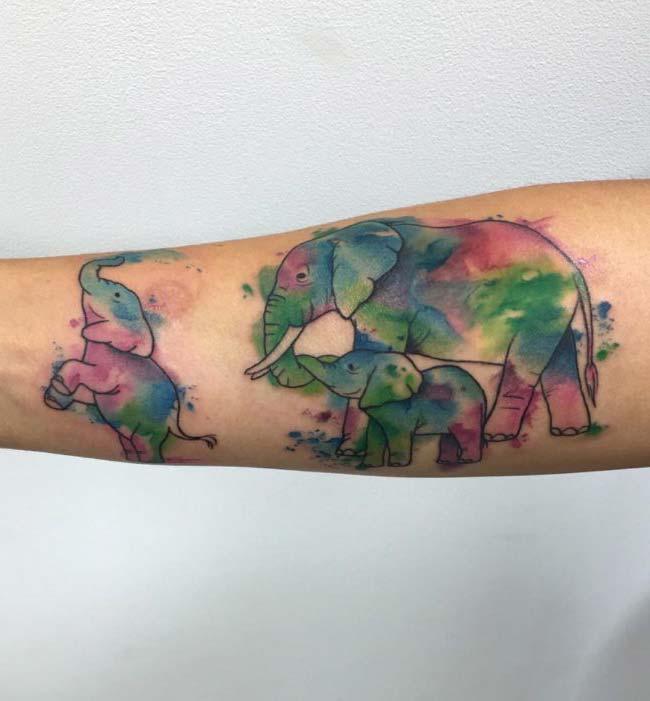 renkli aile fil dövme