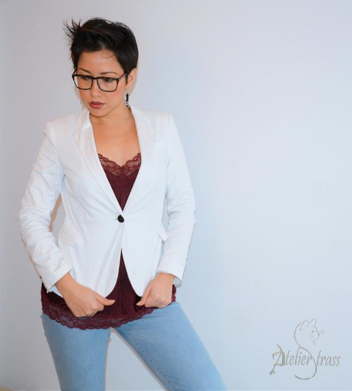 blazer blanco con top lencero