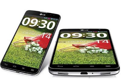 """Spesifikasi LG G Pro Lite D686        Dua nomor GSM bisa siaga bersamaan di ponsel berdimensi fisik 150,2 x 76,9 x 9,48 mm dan berat 161 gram tersebut. Satu nomor di antaranya dapat masuk ke jaringan 3G dan menikmati layanan HSDPA dengan kecepatan unduh sampai 7,2 Mbps. Pengguna bebas memilih kartu SIM pertama atau kedua yang diperkenankan masuk ke jaringan 3G. Untuk mengubah nomor default alias """"nomor utama"""", pengguna cukup menekan hotkey bersimbol kartu SIM di ujung kanan bawah ponsel.     Layar sentuh IPS 5,5 inci beresolusi 960 x 540 piksel, Wi-Fi, bluetooth, dan GPS merupakan sebagian spesifikasi lain G Pro Lite. Ponsel bersistem operasi Android 4.1.2 Jelly Bean itu memakai prosesor berinti gSobat gadget (dual core) MediaTek MT6577 1 Ghz. Performanya memang tidak sangat gegas, tetapi juga belum layak disebut lambat.     Ada pula radio FM yang siarannya bisa direkam, RAM 1 GB, ROM 8 GB, dan selot microSD. Memori internal ponsel tersebut hanya terdiri atas satu partisi. Saat ponsel masih segar, sebanyak 4,27 GB di antara total kapasitas 4,67 GB masih berstatus kosong.Di bagian bawah ponsel terdapat dua speaker, sedangkan di bagian atas terselip sebuah stylus. Speaker gSobat gadget itu mampu memperdengarkan suara dengan keras dan cukup jernih. Namun, jangan membandingkannya dengan speaker gSobat gadget milik HTC One ya. Beda kelas. Stylus di G Pro Lite, menurut penulis, kurang bermanfaat. Stylus berujung tumpul itu tidak mempunyai fungsi spesial ala s-pen di seri Samsung G"""