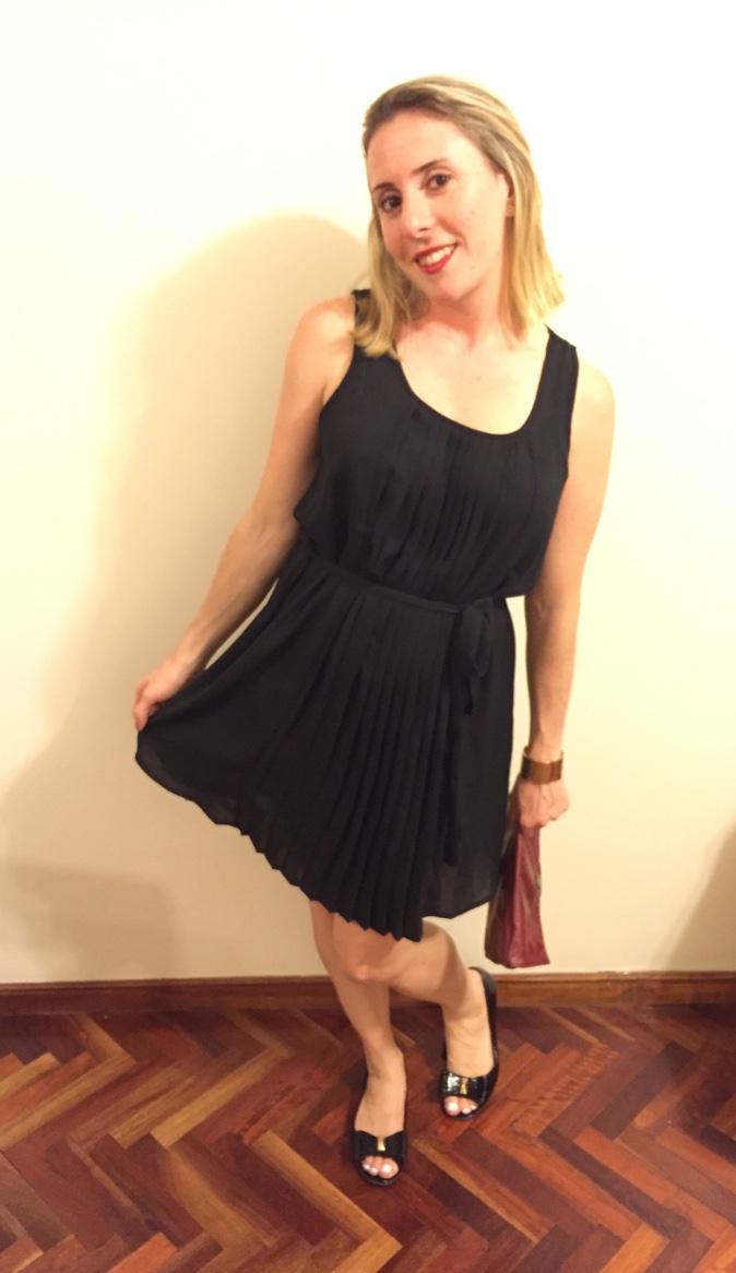 Vestido negro clasico de coctel