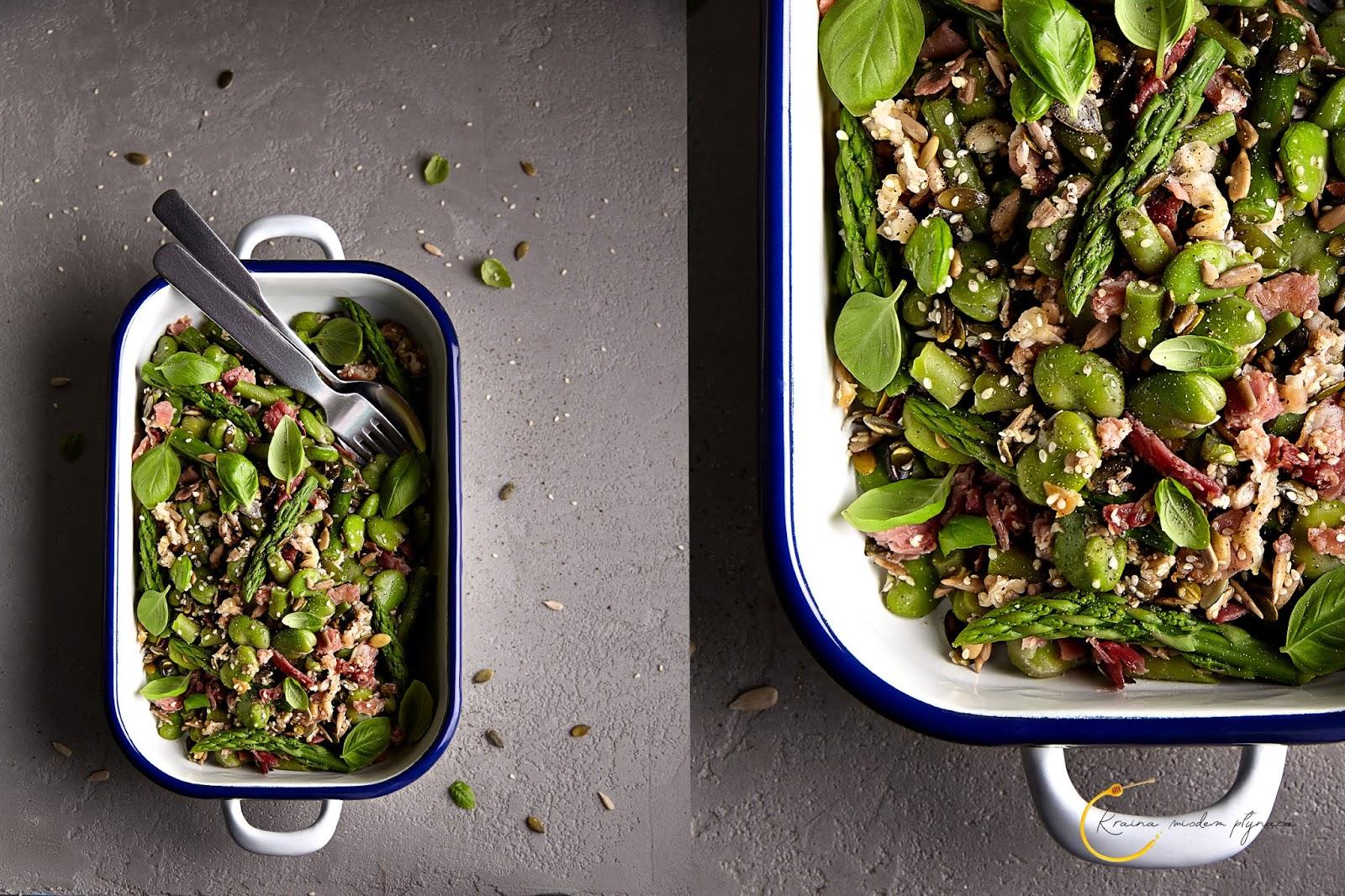 zielone warzywa z szynką, pomysł na bób, pomysł na szparagi, pomysł na  fasolkę szparagową, warzywa chlorofil, kraina miodem płynąca, fotografia kulinarna szczecin