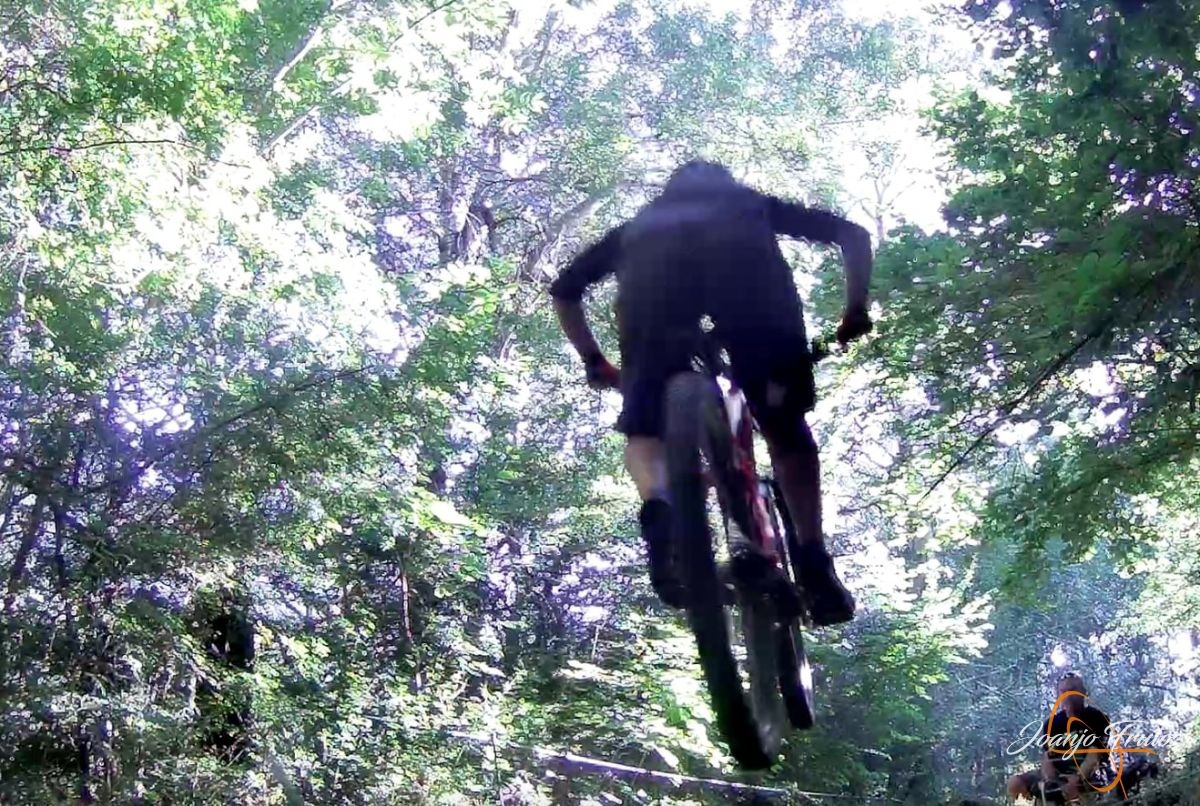 Captura%2Bde%2Bpantalla%2B2018 07 23%2Ba%2Blas%2B20.07.23 - Más mountain bike postureo