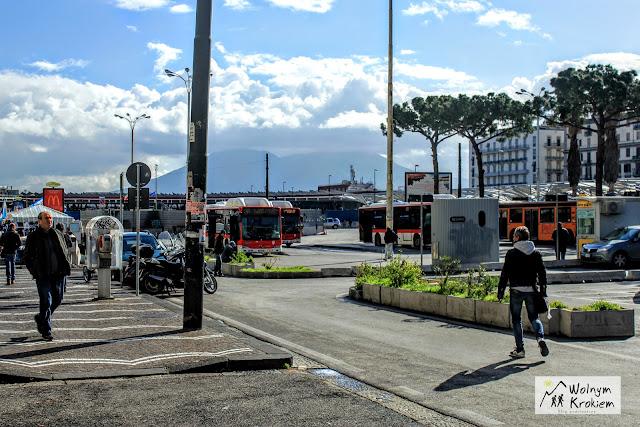Dworzec kolejowo/autobusowy Piazza Garibaldi w Neapolu