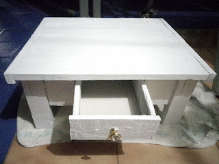 Meja dari kayu bekas, buatan sendiri