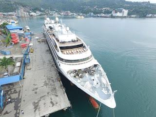 Kapal Pesiar  MV L. Austral Kunjungi Pelabuhan Jayapura