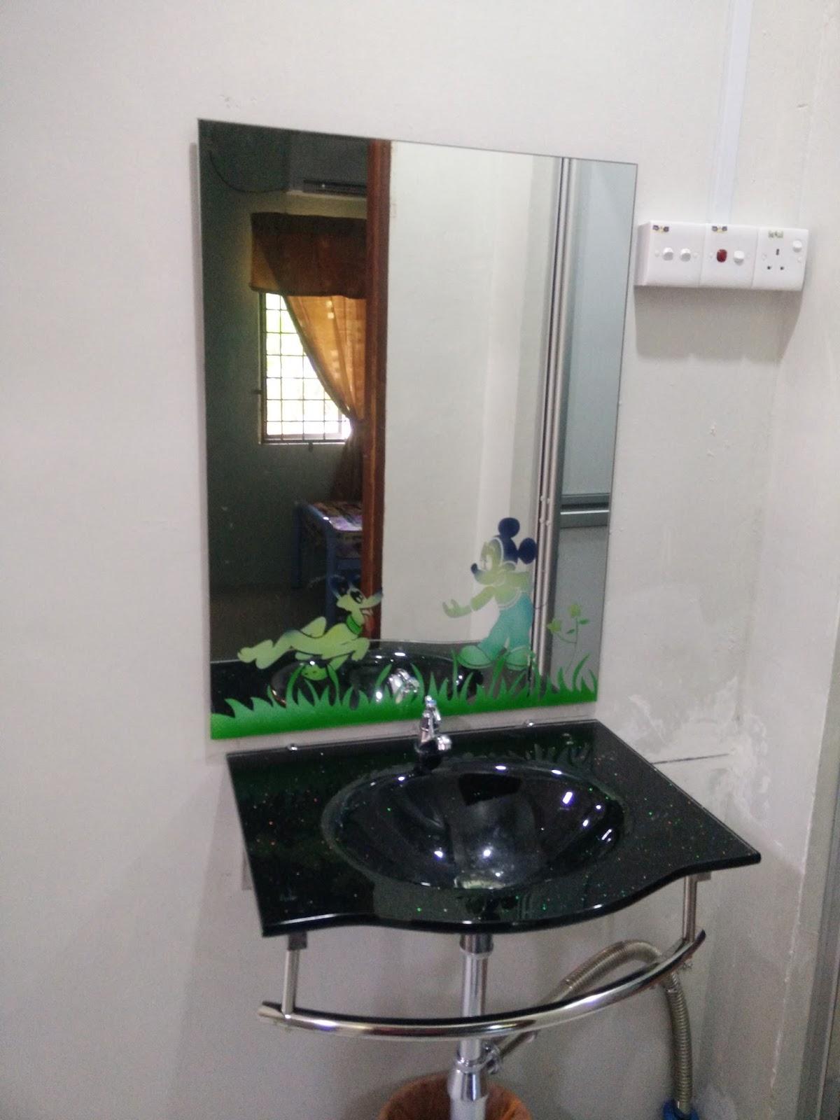 Kemudahan Sinki Dan Cermin Ruang Dalam