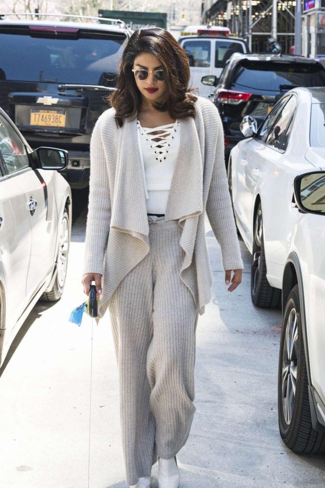 Priyanka Chopra Looks So Hot