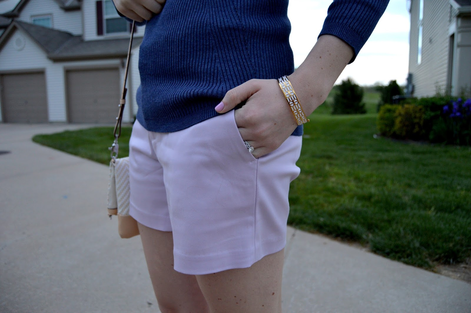 lilac and indigo  | what colors look good with lilac | what to pair with lilac shorts | how to style colored shorts | a memory of us | spring outfits | spring street style | stella and dot review