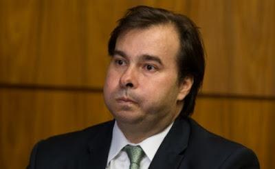 Maia vai desistir de disputa pela Presidência, diz coluna