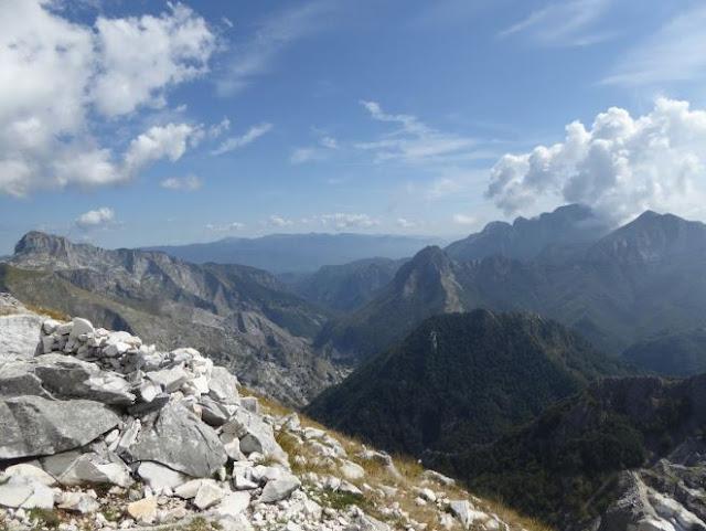 panorama sulle apuane settentrionali dalla vetta del monte altissimo