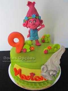 Bolo de aniversário com os Trolls