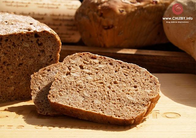 Razowy chleb z pestkami słonecznika