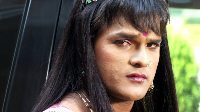 Actor Khesari Lal Yadav In Female Avtar (Ladki) Wallpaper
