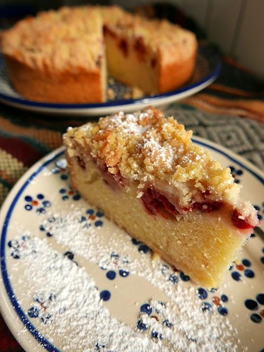 Ucierane ciasto z jesiennymi malinami