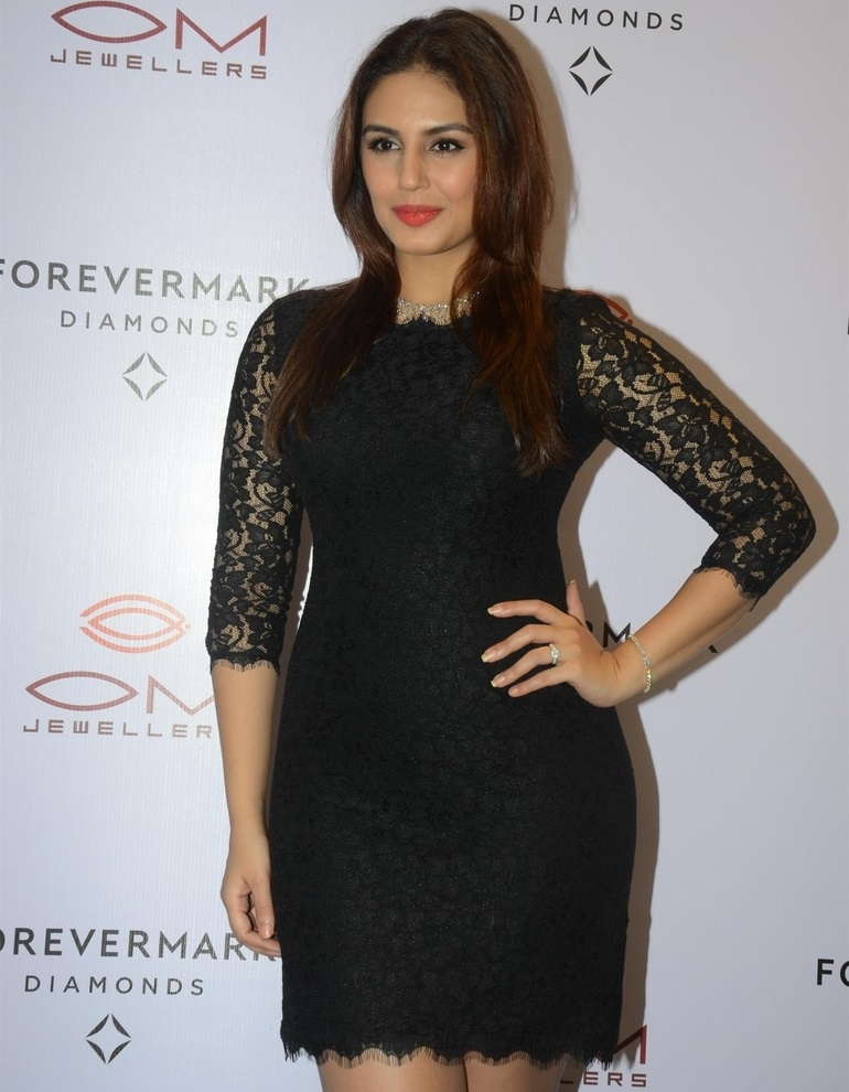 Actress Long Legs Stills In Black Dress Huma Qureshi