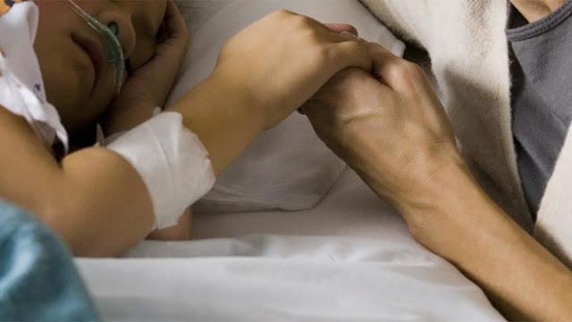 Δυσκολίες συναντούν οι γιατροί στην θεραπεία του μικρού Κωνσταντίνου Τσίμπου - Μήνυμα της μητέρας του