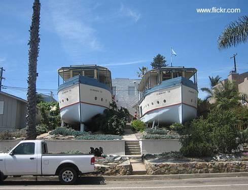 Par de barcos reciclados como una vivienda urbana
