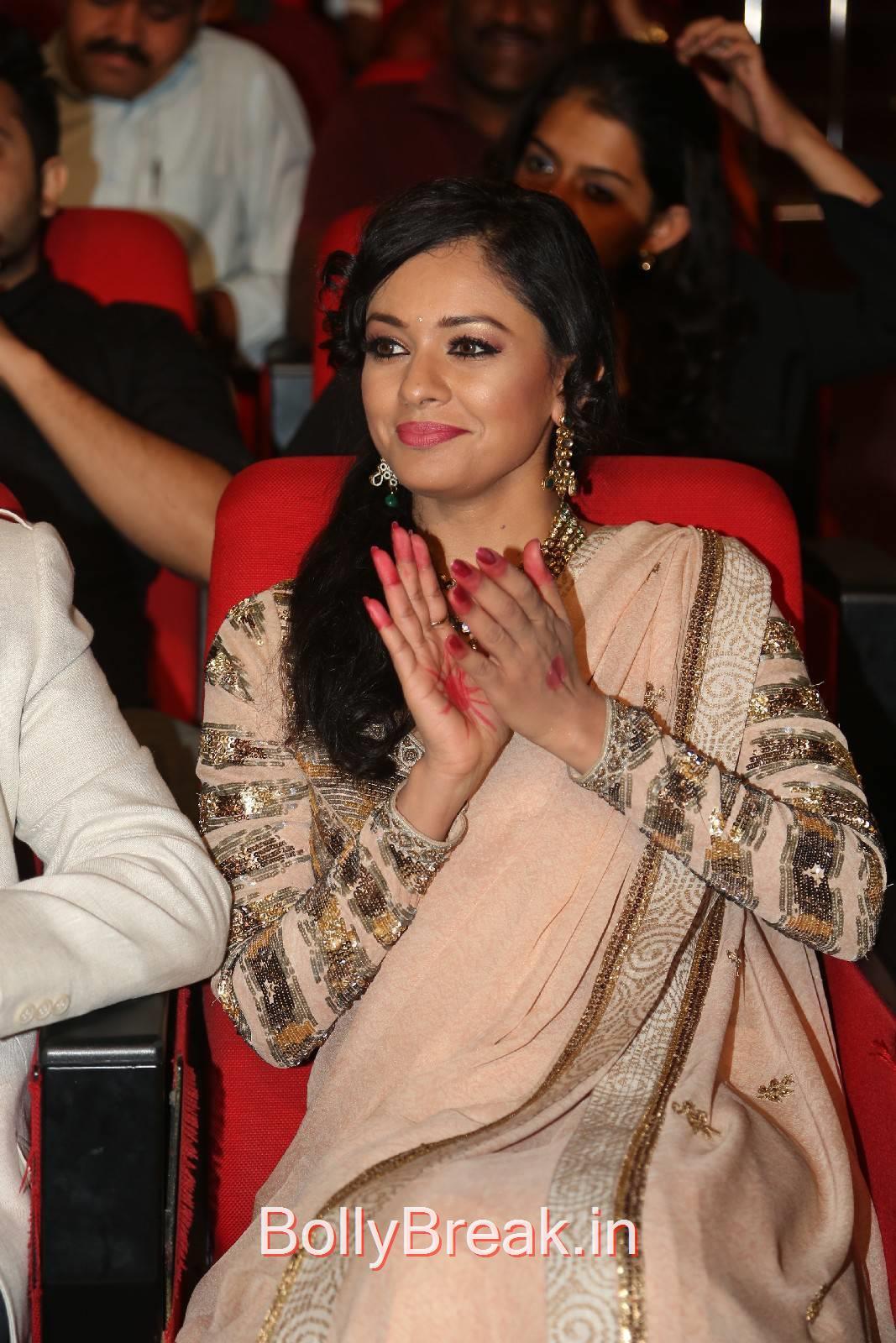 Pooja Kumar Stills, Pooja Kumar HD Pics in Saree