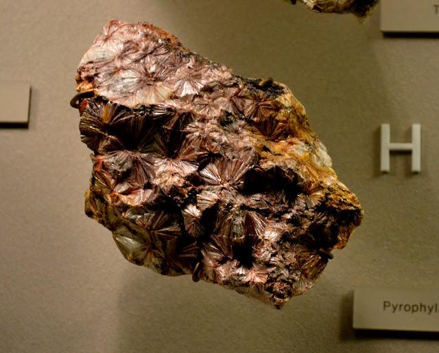 пірофіліт(pyrophyllite)