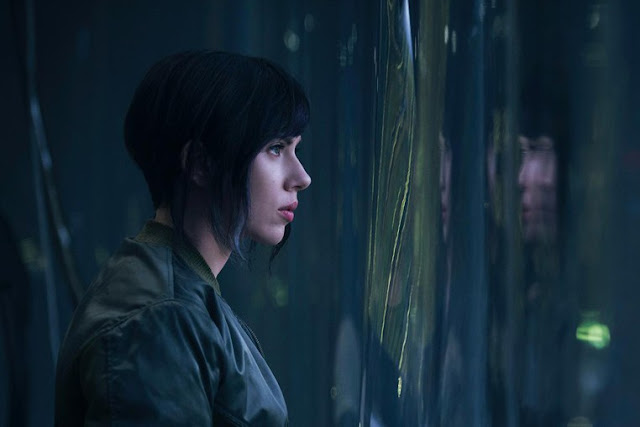 Scarlett Johansson jako Motoko Major Kusanagi w filmie Ghost in the Shell
