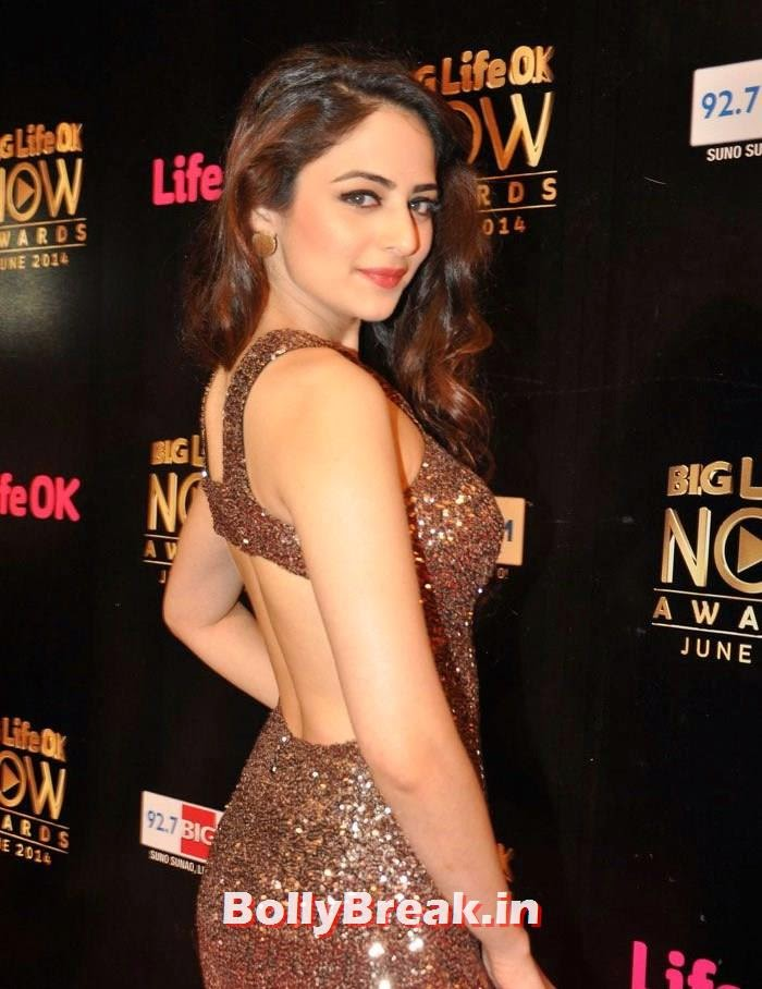 , Zoya Afroz Hot Pics in Golden Dress from Life OK Now Awards Red Carpet
