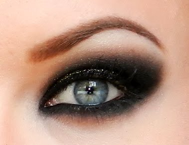 the beautiful life of the girl next door super sexy smokey eyes. Black Bedroom Furniture Sets. Home Design Ideas