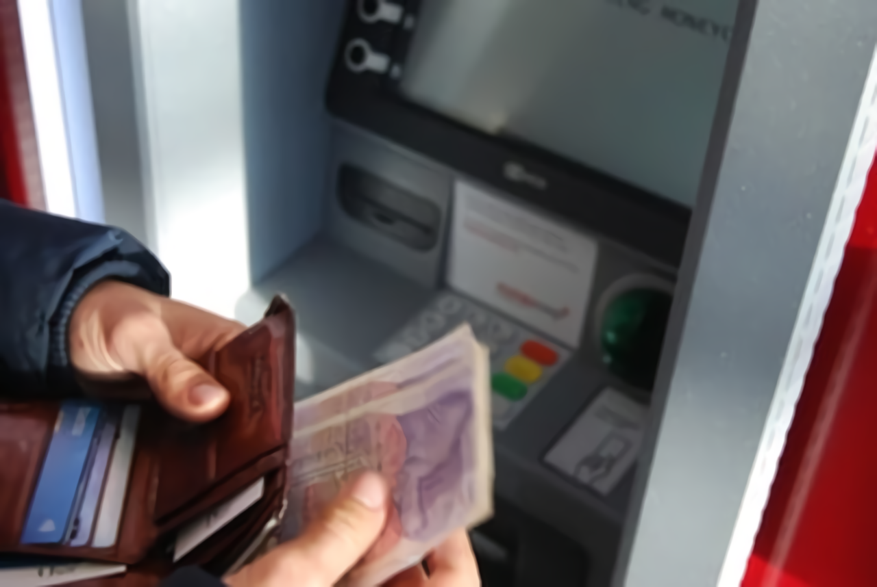 Tips Aman  Ambil Uang di ATM Saat Ada Pandemi Corona Agar Tak Terpapar