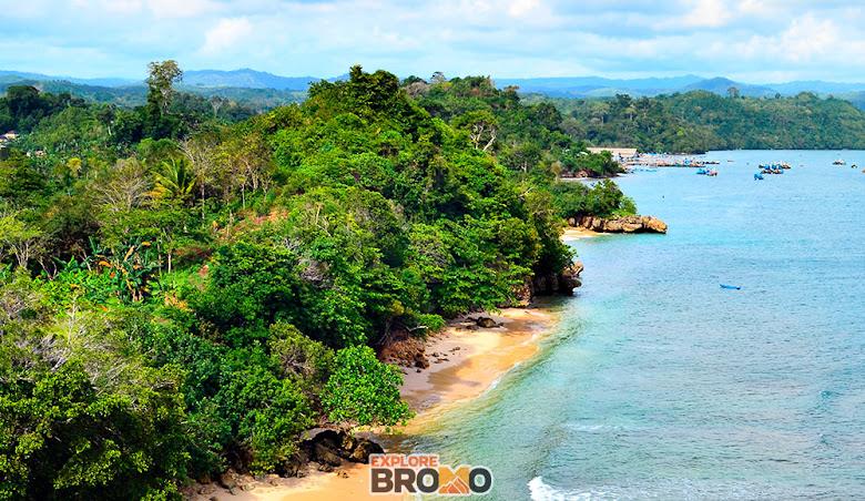 Perbedaan Warna laut di Pantai Tiga Warna Sendang Biru Malang Selatan