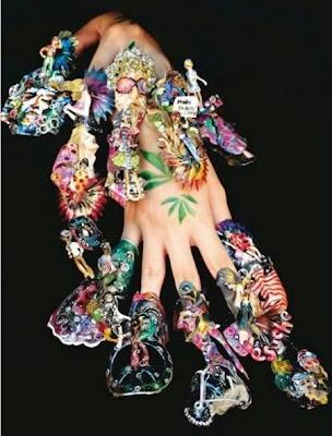 diseño de uñas muy extravagantes