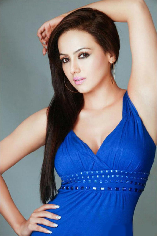 Anushka Sharma Biography And New Images 2013   watch free