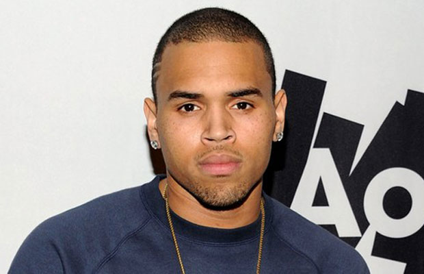 Chris Brown es arrestado y sale tras pagar fianza.