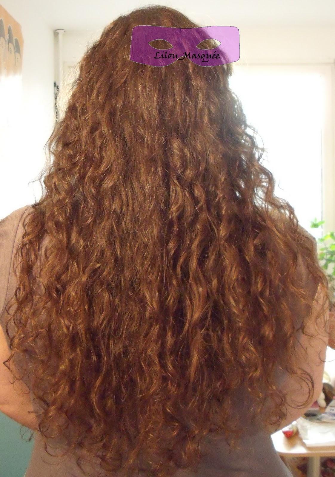 tuto coiffure 2 chignons flous pour cheveux boucl s coiffure cheveux long extension cheveux. Black Bedroom Furniture Sets. Home Design Ideas