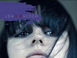 Black Iris de Leah Raeder