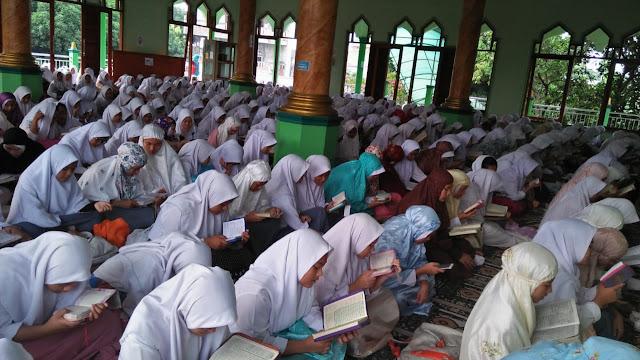 sholat dhuha dan khataman al-quran SMAN 110