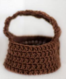 http://translate.googleusercontent.com/translate_c?depth=1&hl=es&rurl=translate.google.es&sl=en&tl=es&u=http://www.craftytuts.com/easter-basket-crochet-free-pattern/&usg=ALkJrhhPHB5pPaMrVue7LZlMrW3UYjiHCQ
