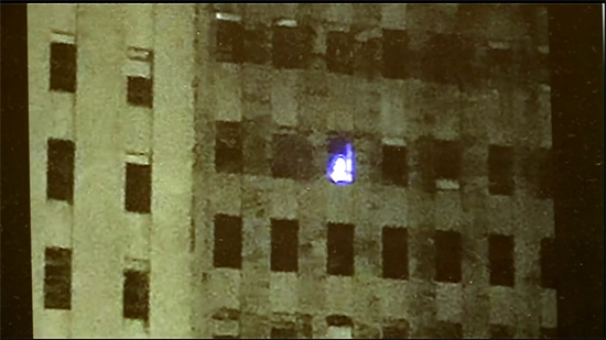 Detalhe da luz em janela de hospital abandonado em New Orleans
