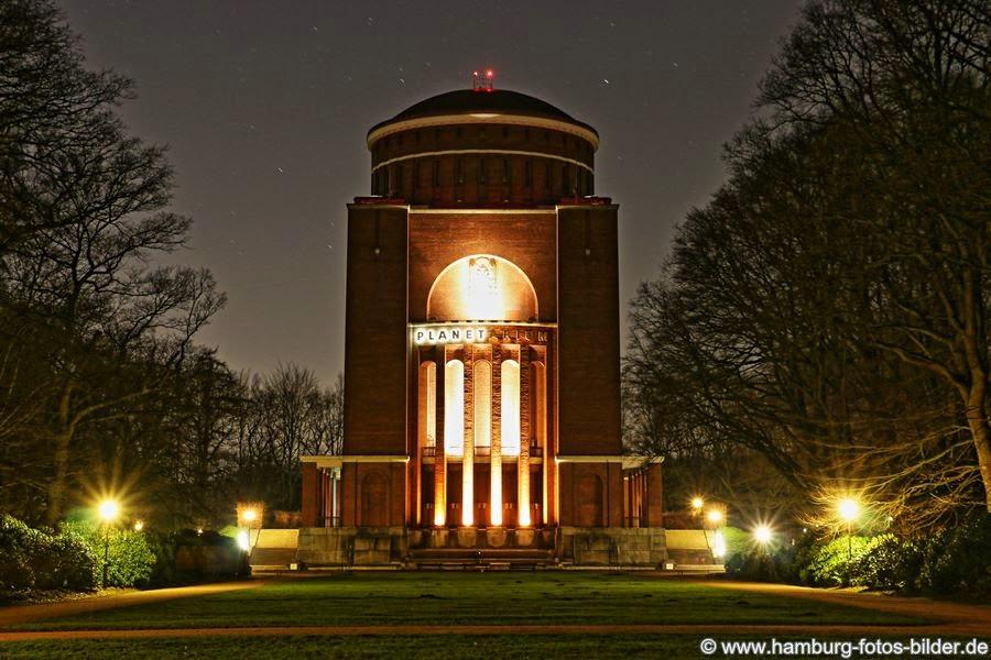 Planetarium bei Nacht