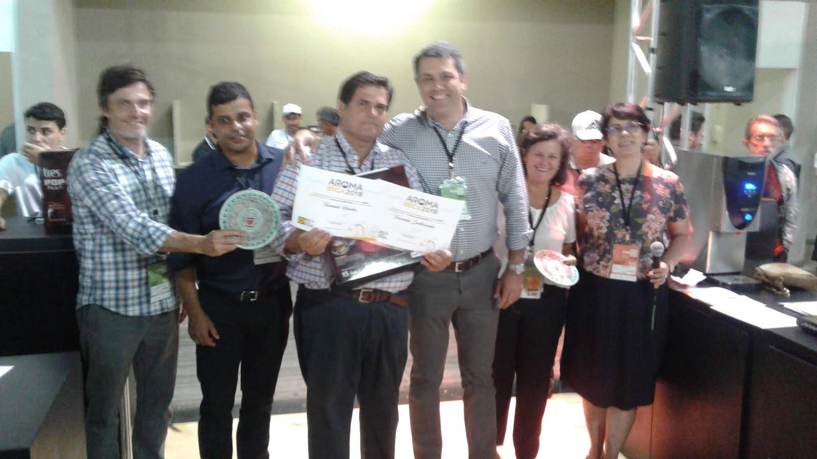 Pinhalense oferece despolpador sustentável para campeão de concurso da BSCA