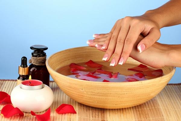 6 Manfaat Air Mawar untuk Kecantikan yang Menakjubkan