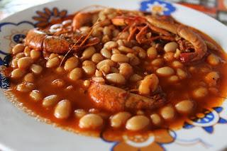 fasola z krewetkami w sosie pomidorowym