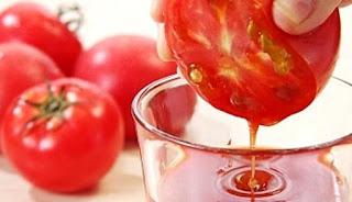 Ilustrasi Membuat Jus Tomat