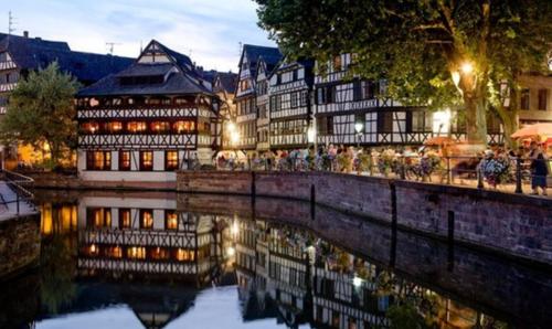 strasbourg, petite france, ville, amoureux, couple, ballade