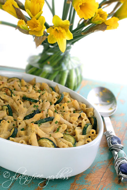 Vegan pasta bake with zucchini