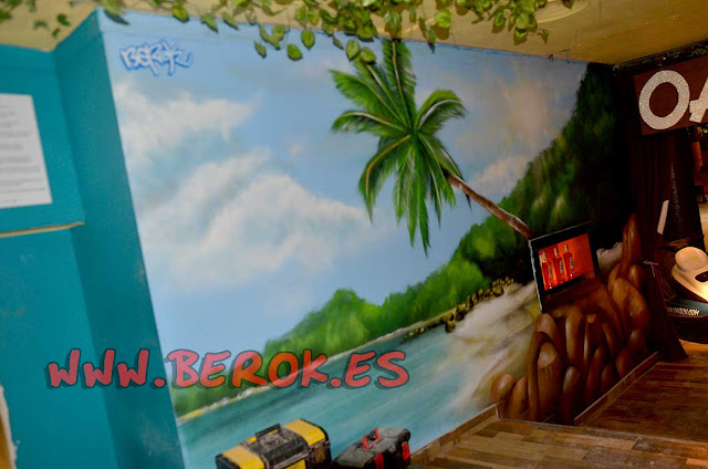pintura mural playa palmera