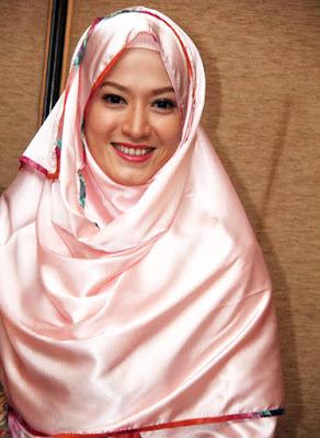Hijab Pink ibu Lyra Virna arti scantik hijab punya rumah karaoek manis cantik hidung mancung