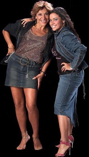 Foto de Shantall Young Oneto en sesión fotográfica con su mamá
