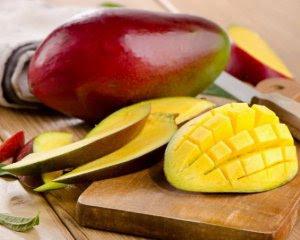 Назвали фрукт, який найкраще впливає на роботу серця