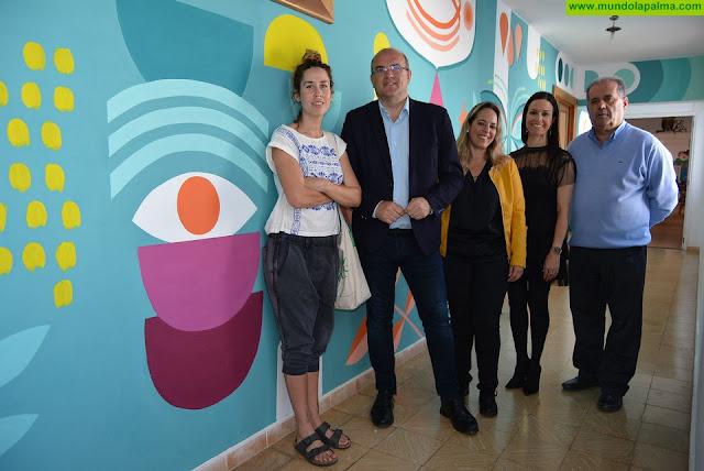 El Hospital de Dolores 'viste' sus espacios comunes con coloridos murales decorativos