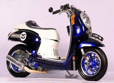 Modifikasi Honda scoopy warna putih