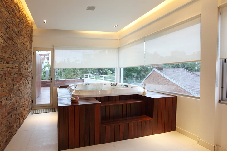 Hot tub in Modern Villa Devoto by Andres Remy Architects